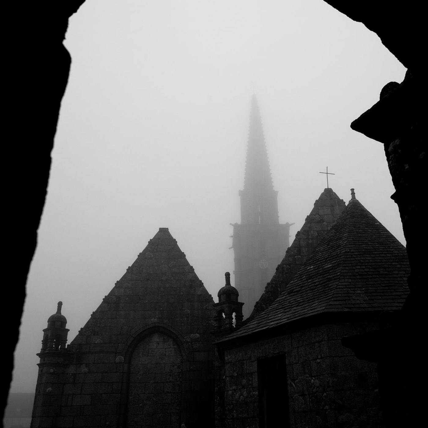 http://www.ericmalemanche.com/imagess/topics/les-bretons-de-l-argoat/liste/Monts-arree-08.jpg